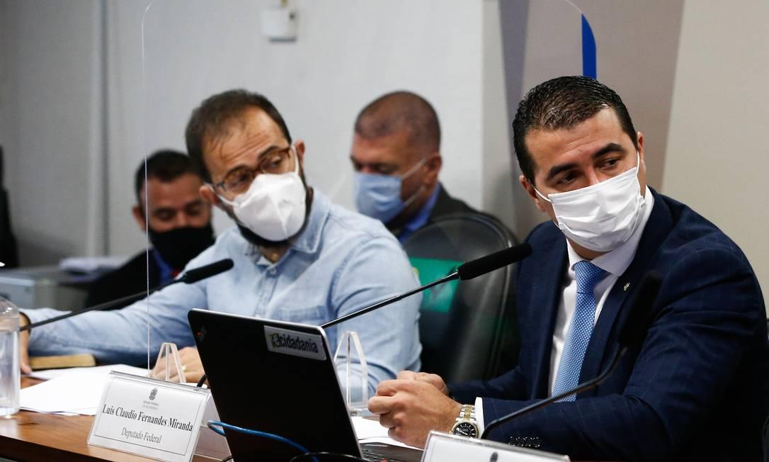 Os irmãos Luis Ricardo Miranda, servidor do Ministério da Saúde, e Luís Miranda, deputado federal, participam da CPI da Covid Foto: Pablo Jacob/Agência O Globo/25-06-2021