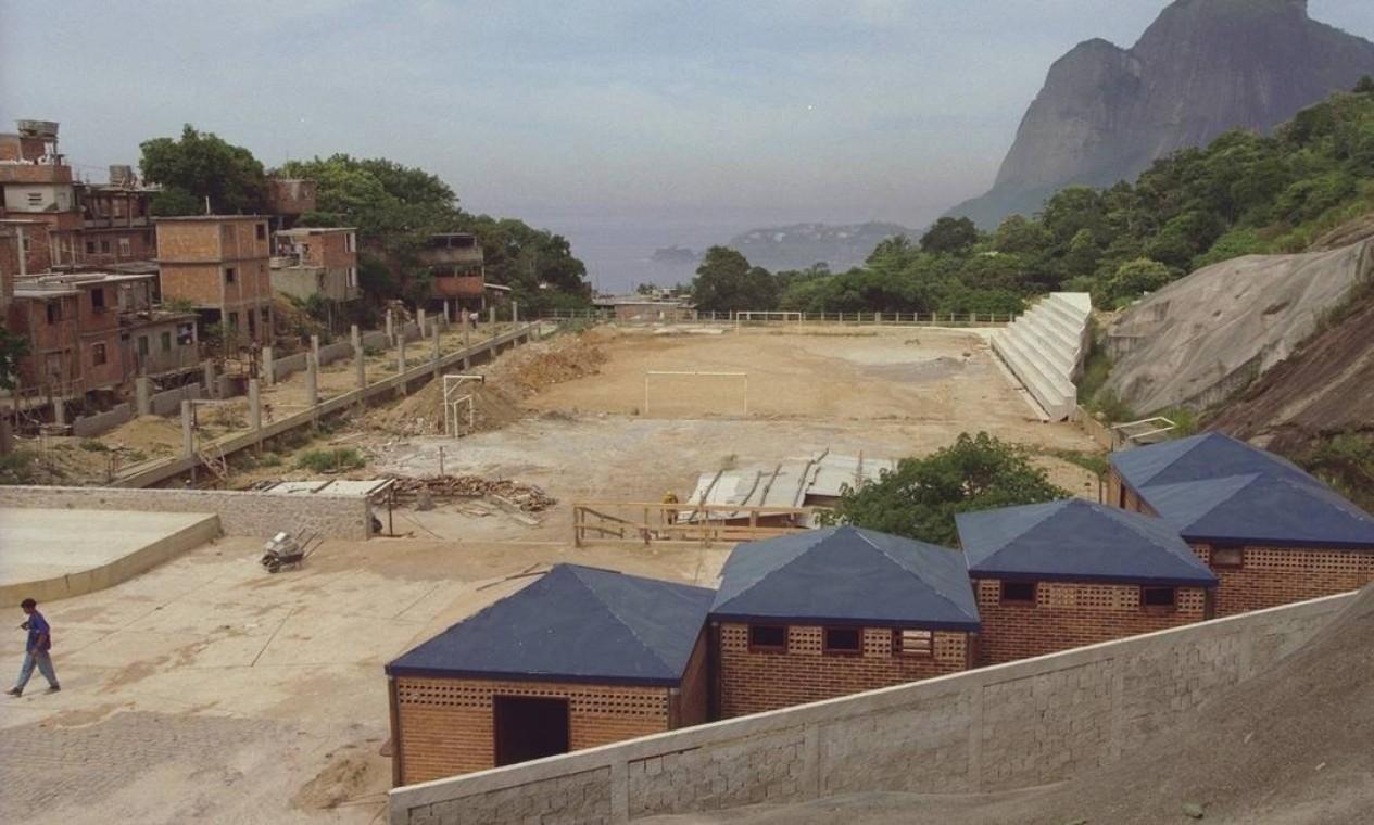 Construção da Vila Olímpica do Vidigal, em 1998 Foto: Gustavo Stephan / Agência O Globo