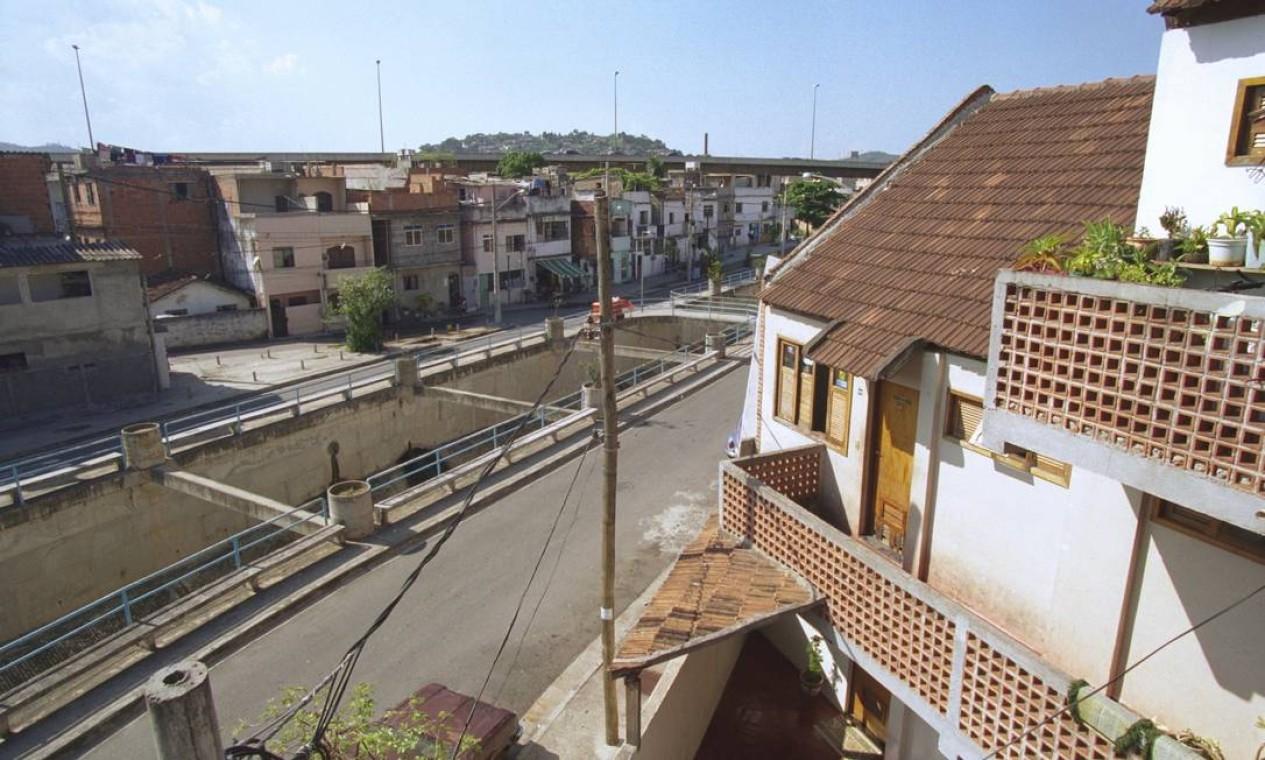 Comunidade Fernão Cardim, no Engenho de Dentro, em 2001 Foto: Pércio Campos / Agência O Globo