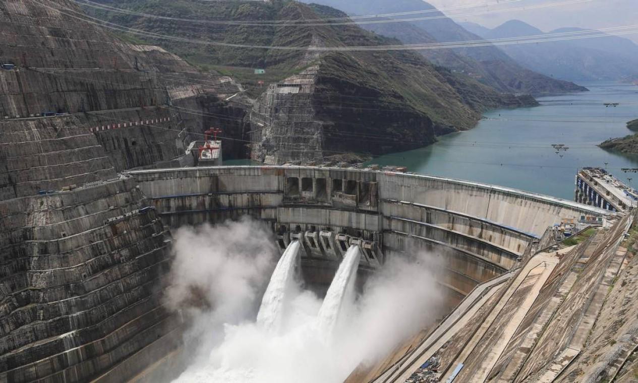 A estação hidrelétrica de Baihetan tem289 metros (de altura. É a maior desde Três Gargantas Foto: - / AFP