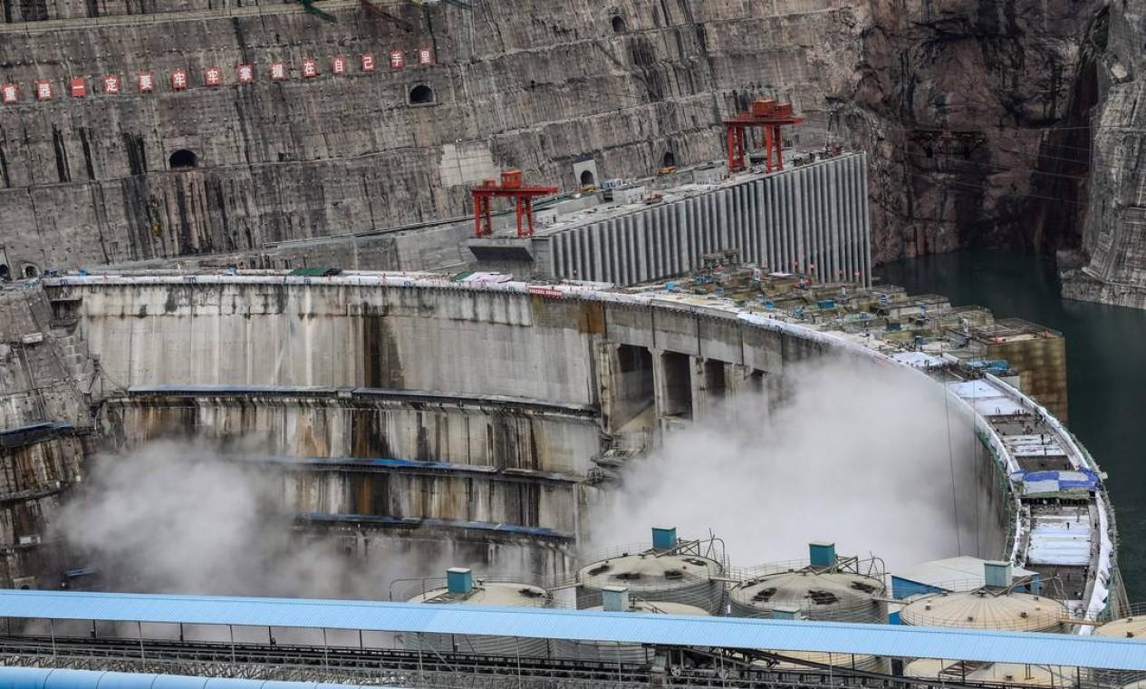 Estima-se que todas as unidades estejam operacionais em julho de 2022 e gerem mais de 62,4 bilhões de quilowatts-hora (kWh) de eletricidade por ano, em média Foto: STR / AFP