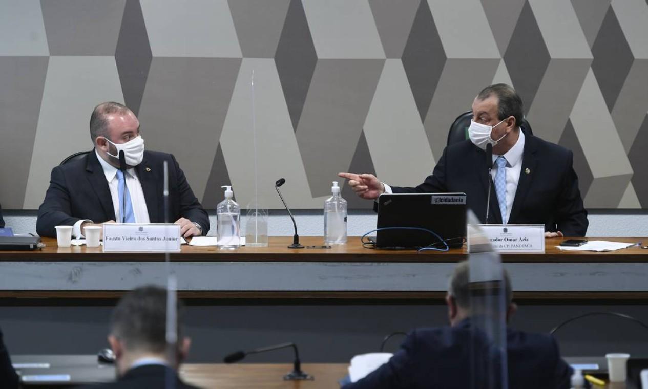 Deputado estadual Fausto Vieira dos Santos Junior (PRTB-AM) ataca presidente da CPI, o senador Omar Aziz (MDB-AM), que responde falando em prisão do adversário Foto: Edilson Rodrigues / Agência Senado