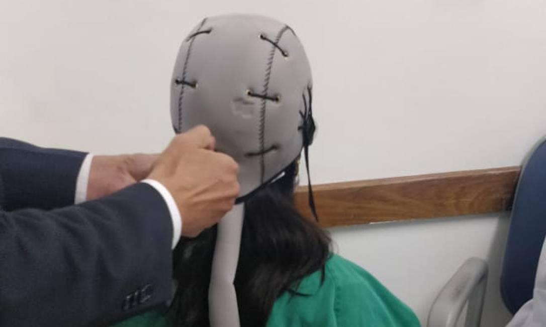 Touca inglesa ameniza a queda de cabelo causada pela quimioterapia Foto: Divulgação/Rafael Prado