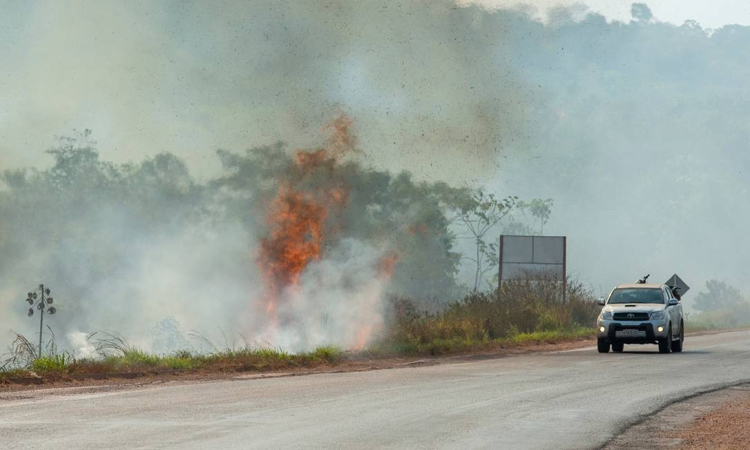 Queimada no entorno da BR-163, em Novo Progresso (PA): florestas públicas não destinadas, unidades de conservação e terras indígenas são invadidas por grileiros Foto: Lucas Landau / Greenpeace/18-8-2020