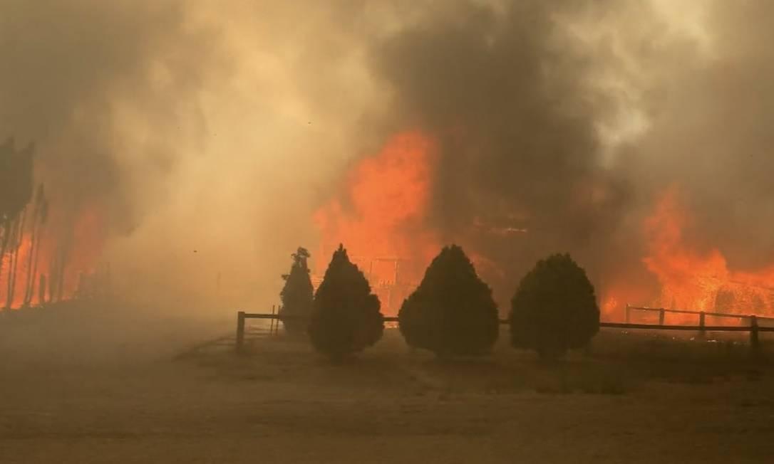 Incêncio na pequena vila de Lytton, no Canadá, obrigou moradores a deixarem suas casas Foto: Reprodução