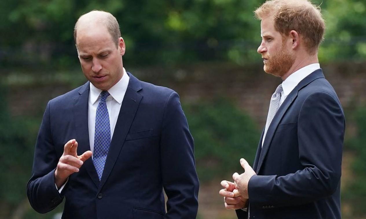 Além da homenagem à falecida princesa, o que estava em jogo era se a reunião dos dois irmãos poderia aliviar a crise causada pelo abandono de Harry de suas funções oficiais como membro da família real Foto: YUI MOK / AFP