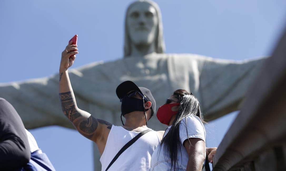 Ellen Lima, o marido e a filha, família de Porto Alegre que veio passar férias no Rio Foto: Roberto Moreyra / Agência O Globo