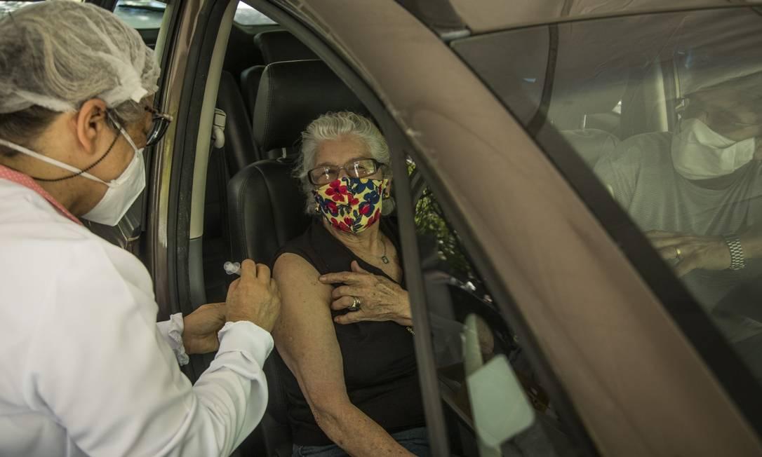 Vacinação em idosos no Rio Foto: Guito Moreto em 11-03-2021 / Agência O Globo