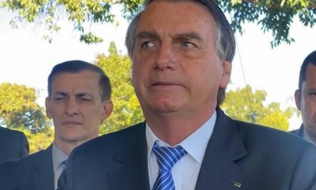 O presidente Jair Bolsonaro fala sobre fraude nas urnas em conversa com apoiadores no Palácio da Alvorada Foto: Reprodução
