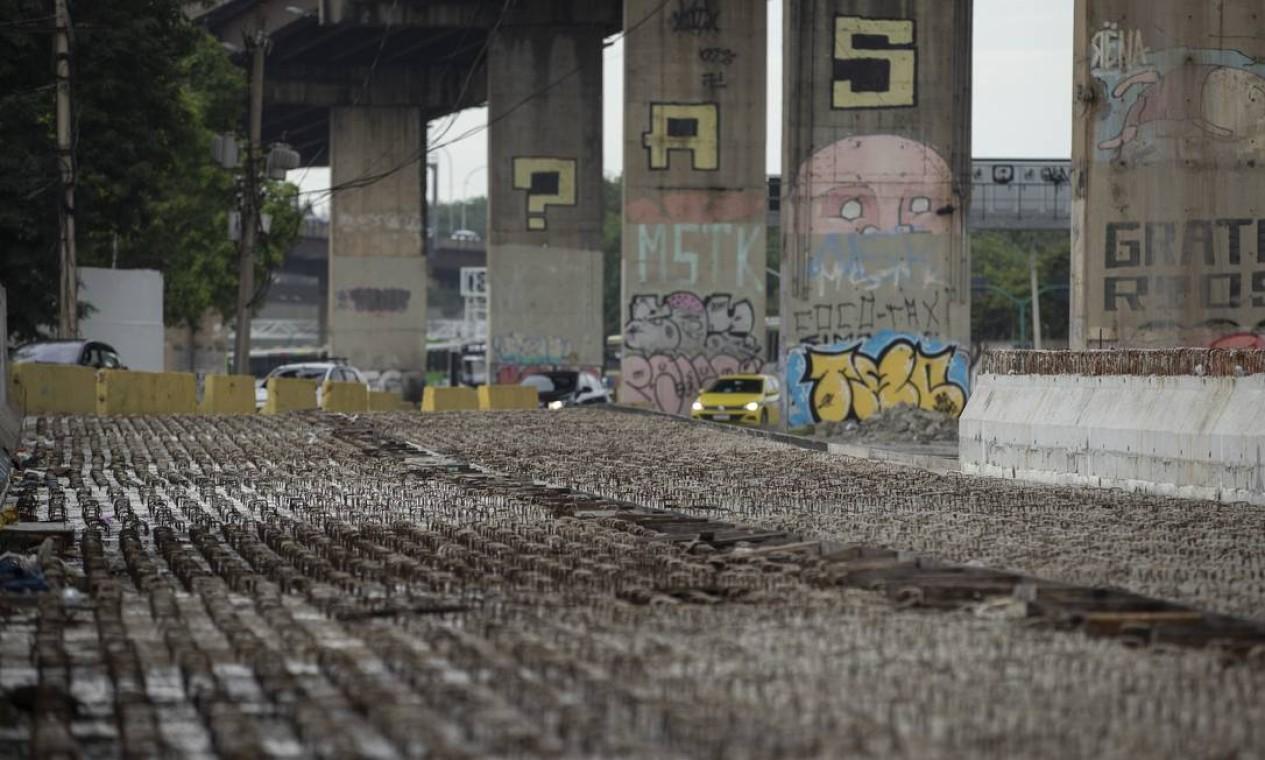Obras paralisadas da Transbrasil na chegada a rodoviária Novo Rio Foto: Márcia Foletto / Agência O Globo
