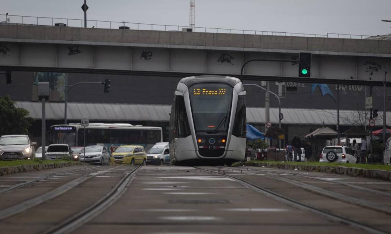 Prefeitura vai retomar obras da Transbrasil e fazer a ligação entre o BRT e o VLT em área próxima ao Terminal Rodoviário Novo Rio Foto: Márcia Foletto / Agência O Globo