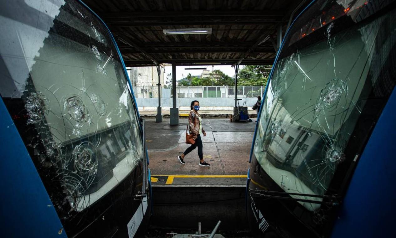 Nos trens urbanos da SuperVia, a média de composições em operação caiu de 80 para 66, segundo a Agência Reguladora de Transportes Aquaviários, Ferroviários, Metroviários e de Rodovias do Rio (Agetransp) Foto: Hermes de Paula / Agência O Globo