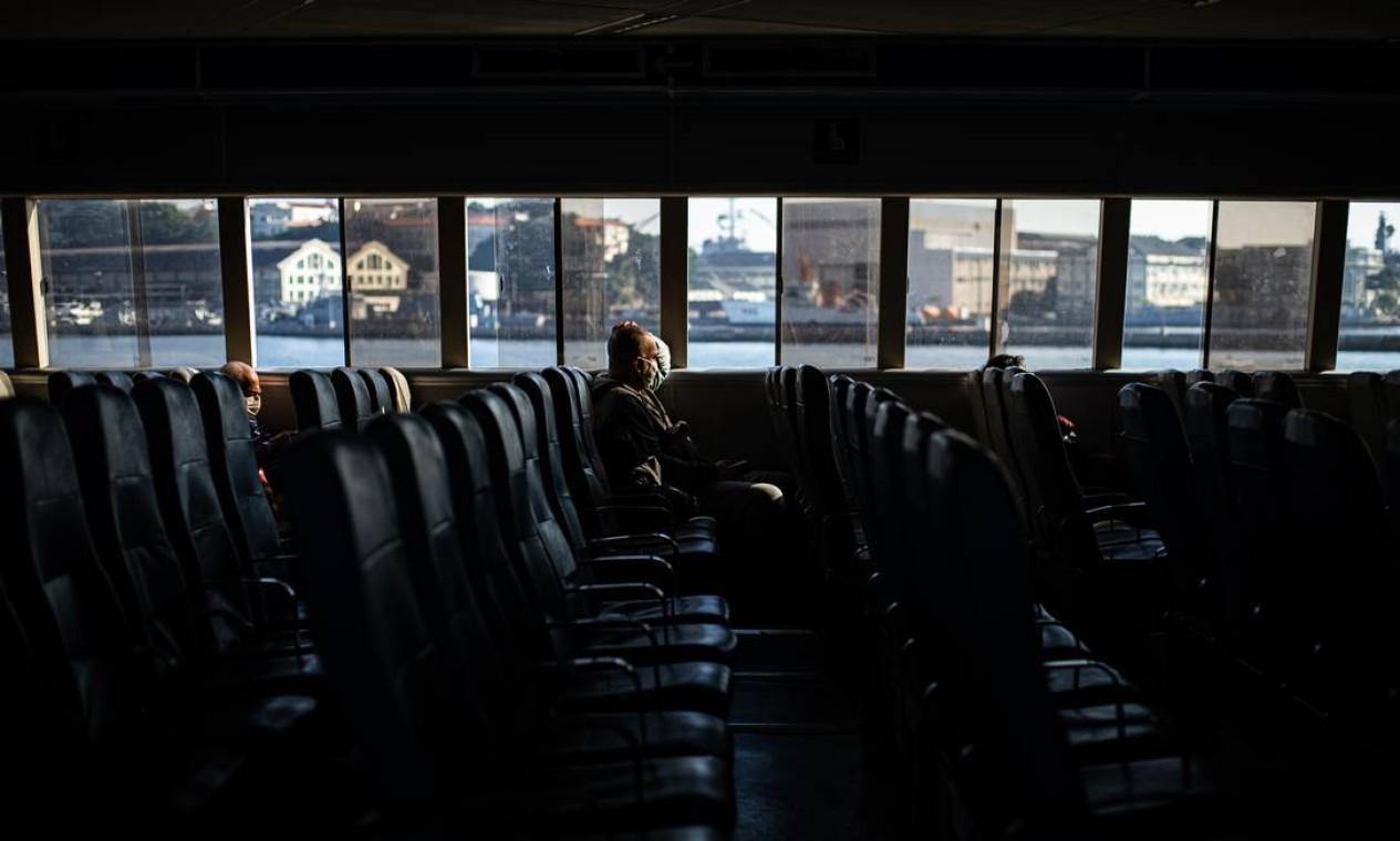 """Na pandemia, a demanda de passageiros caiu 73%, o que fez o negócio """"virar pó"""", segundo os seus administradores do transporte aquaviário do Rio Foto: Hermes de Paula / Agência O Globo"""