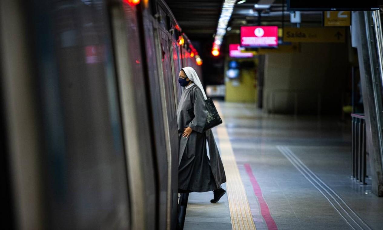 Após a inauguração da Linha 4, o metrô não teve o acréscimo de demanda esperado Foto: Hermes de Paula / Agência O Globo