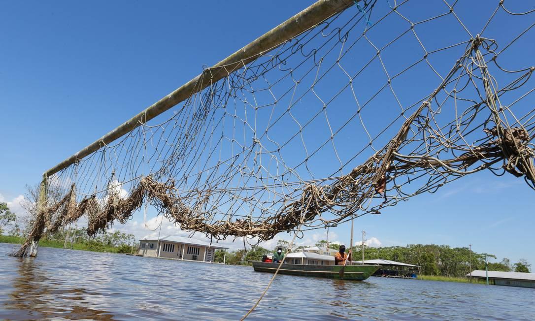 Il campo da calcio è completamente sommerso nella comunità di Santa Luzia, in Irandoba Foto: Euzivaldo Queiroz / Agência O Globo