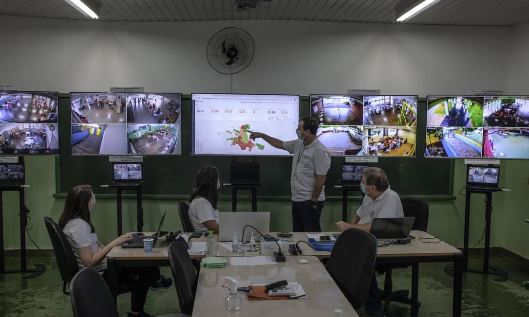 Sala de monitoramento dos estudos que o Instituto Butantan fez em Serrana, no interior de São Paulo. Foto: Jonne Roriz/Bloomberg / 25-01-2021