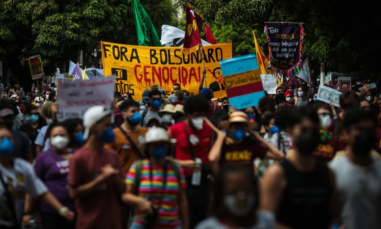Em Belém, no Pará, manifestantes pedem impeachment de Bolsonaro durante ato na Praça da República Foto: Filipe Bispo/Fotoarena / Agência O Globo