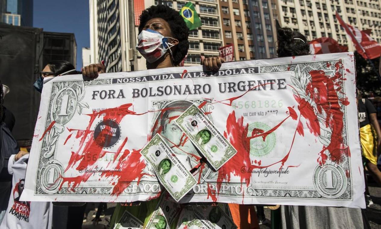 Milhares de manifestantes voltaram às ruas neste sábado para pedir o impeachment do presidente Jair Bolsonaro Foto: Guito Moreto / Agência O Globo