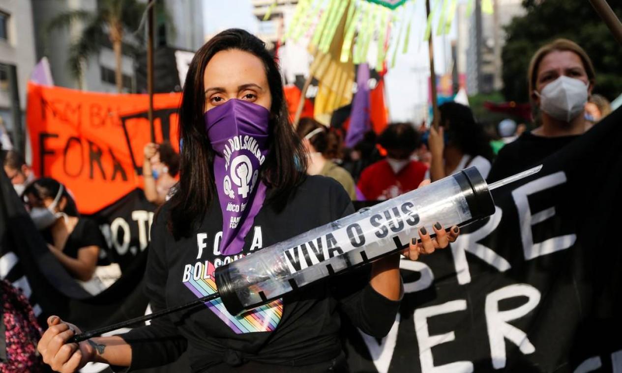 Manifestação em São Paulo começou pouco depois das 15h, com concentração na Avenida Paulista, em frente ao Museu de Arte de São Paulo (Masp), tradicional palco de protestos da capital paulista Foto: MARIANA GREIF / REUTERS