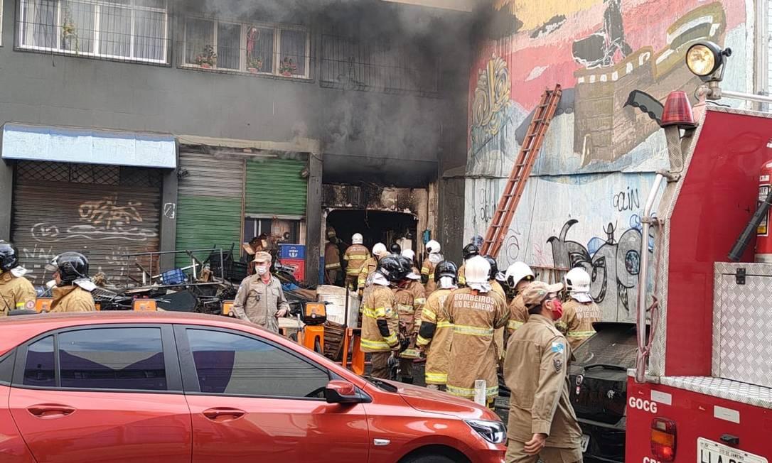 Incêndio atinge imóvel no Centro do Rio Foto: Centro de Operações Rio / Reprodução