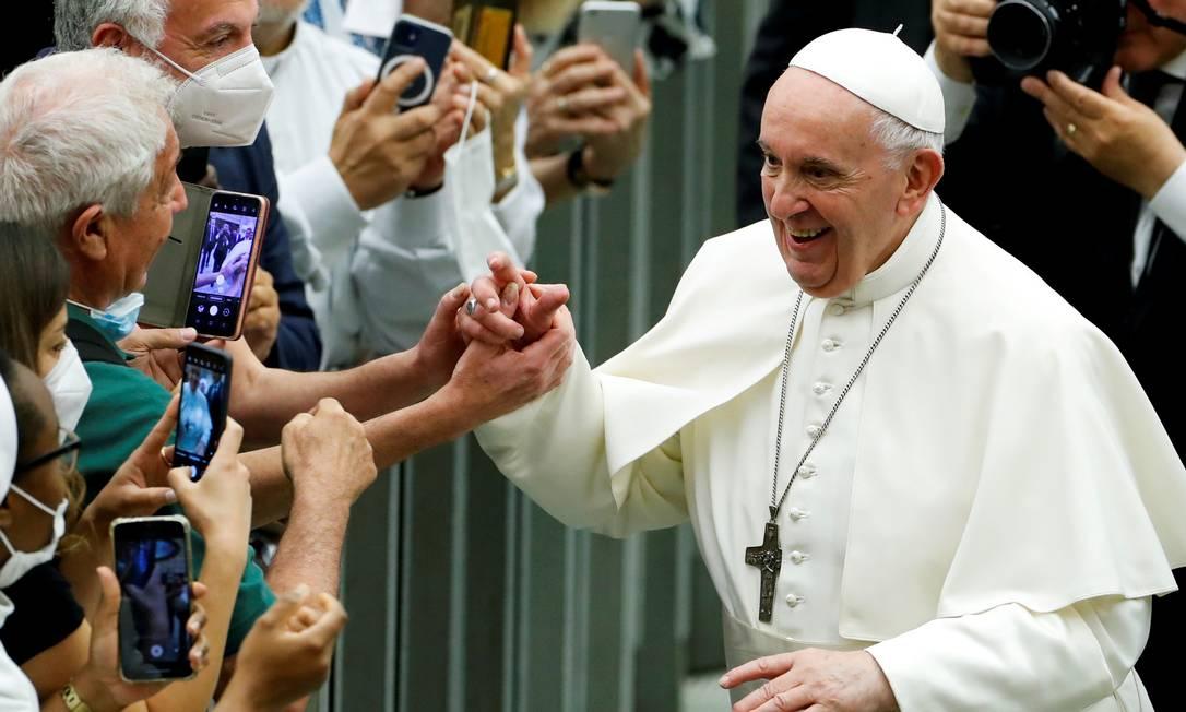 Papa cumprimenta apoiadores em cerimônia no fim de junho Foto: REMO CASILLI / REUTERS