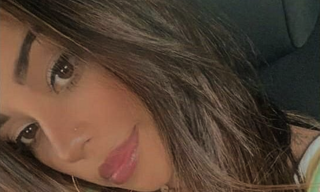 O agressor esfaqueou Tainá, mãe da sua filha Foto: Reprodução