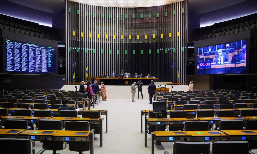 Plenário da Câmara em sessão no último dia 24 de junho: distritão tem ganhado apoio de parlamentares para reforma política Foto: Pablo Valadares / Câmara dos Deputados
