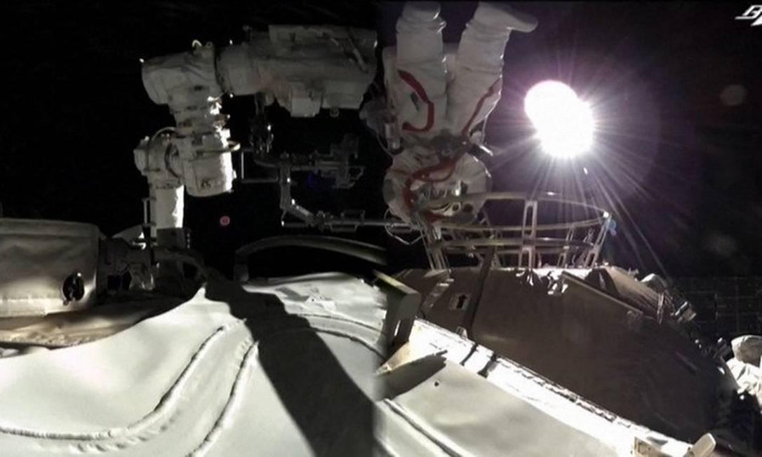 Astronautas chineses realizam caminhada espacial Foto: Reprodução