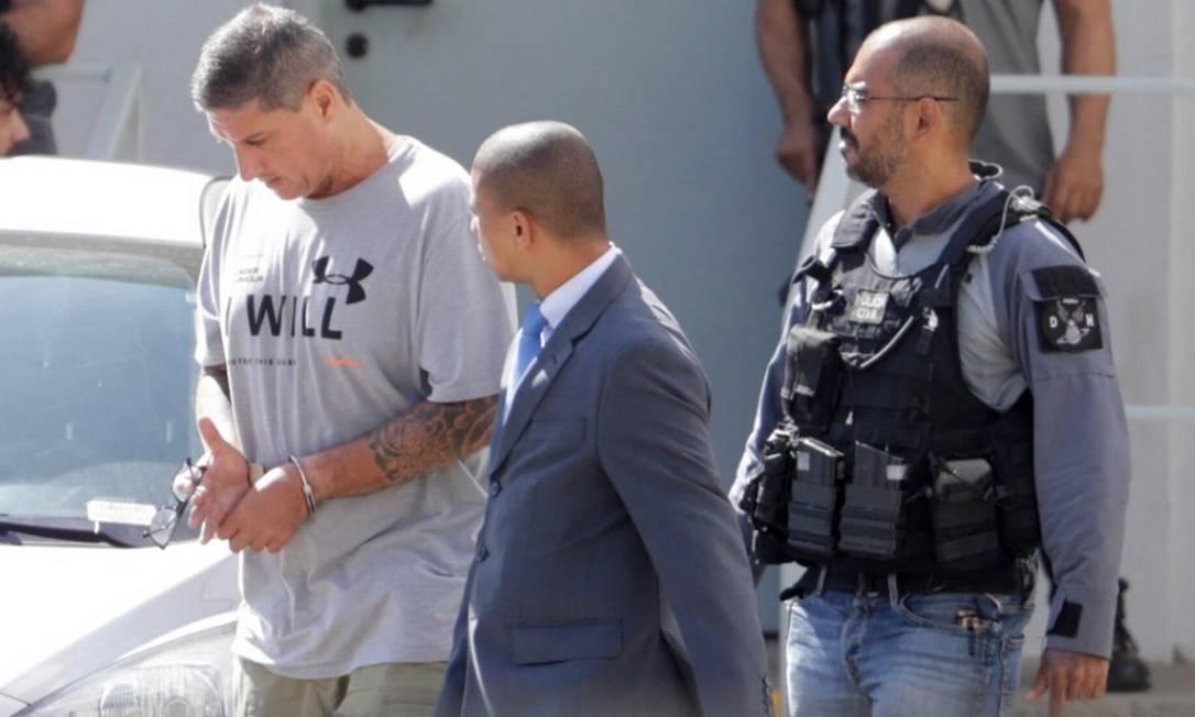 Ronnie Lessa ao ser levado para audiência de custódia em Benfica, após ser preso em 14/03/2019 Foto: Antônio Scorza / Agência O Globo