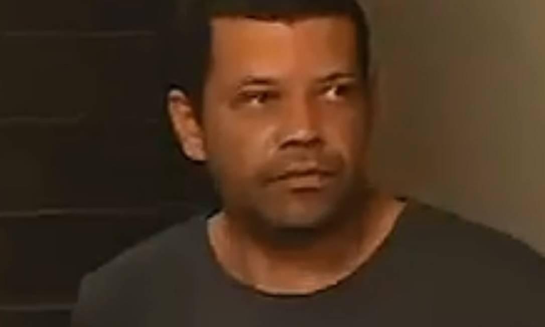 Edson ao ser preso, em 2015 Foto: Reprodução
