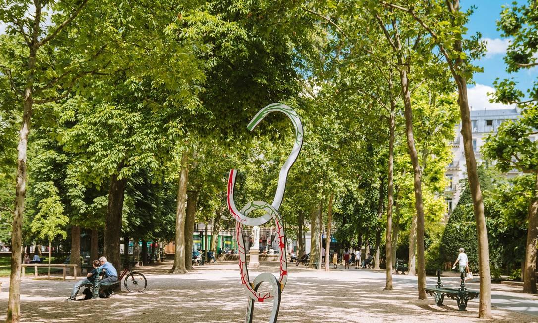 Escultura sobre abolição da escravidão nos Jardins de Luxemburgo Foto: JOANN PAI / NYT