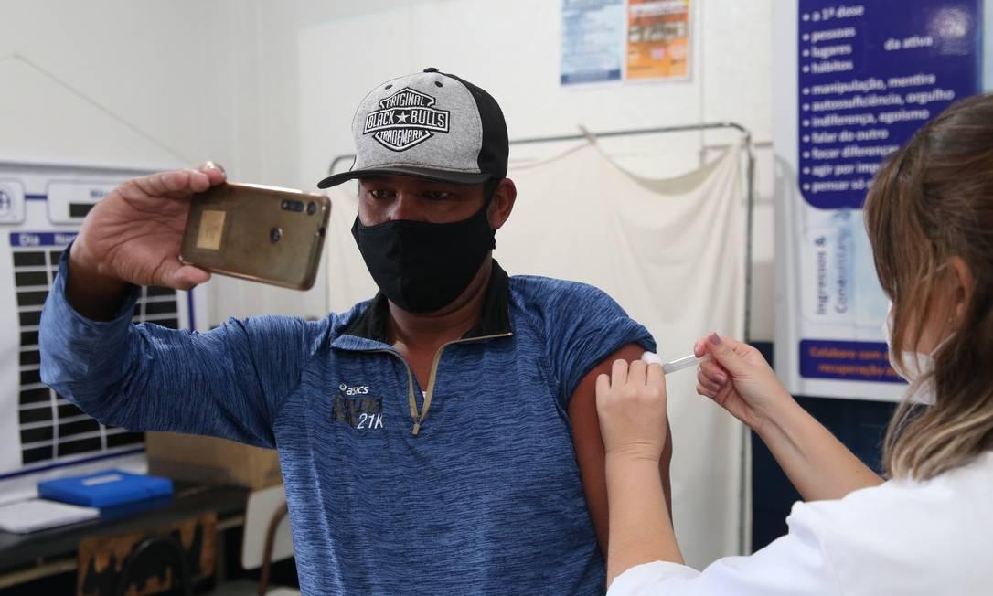 Nesta terça-feira, pessoas a partir de 39 anos podem receber o imunizante em Niterói Foto: Divulgação/Douglas Macedo