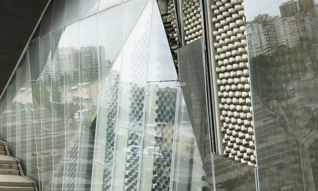 Vista panorâmica. A nova sede do Museu da Imagem e do Som, na Praia de Copacabana: as obras do projeto escolhido por meio de um concurso internacional começaram em 2010, mas pararam em 2016 após um gasto de R$ 130 milhões Foto: Leo Martins / Agência O Globo