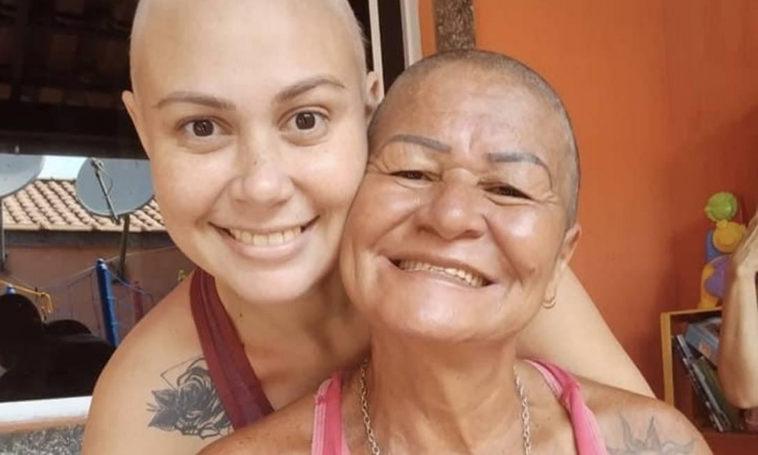 Luciana com a mãe Foto: Facebook / Reprodução