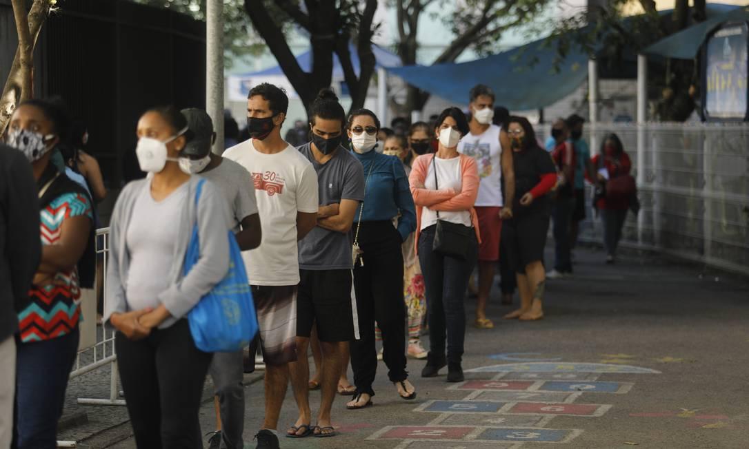 Posto de Vacinação contra a Covid-19 com filas no Rio Foto: Brenno Carvalho / Agência O Globo
