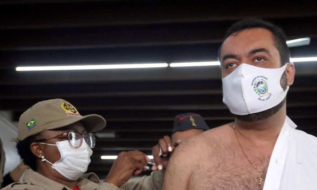 Cláudio Castro foi imunizado em posto no Corpo de Bombeiros de Copacabana Foto: Carlos Magno / Divulgação