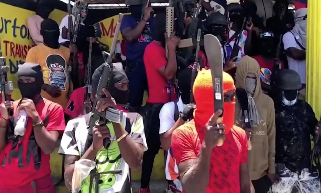 Membros de gangue tomam conta da capital Porto Príncipe Foto: Raynald K. Petit Frere / via REUTERS