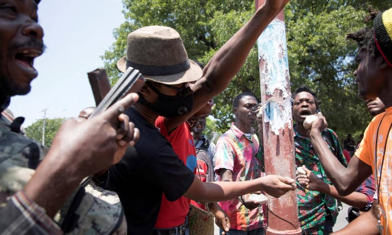 Pessoas protestam contra uma epidemia de sequestros que varre o Haiti, em meio a uma crescente agitação política e miséria econômica, em Porto Príncipe, capital do Haiti Foto: Valerie Baeriswyl / REUTERS