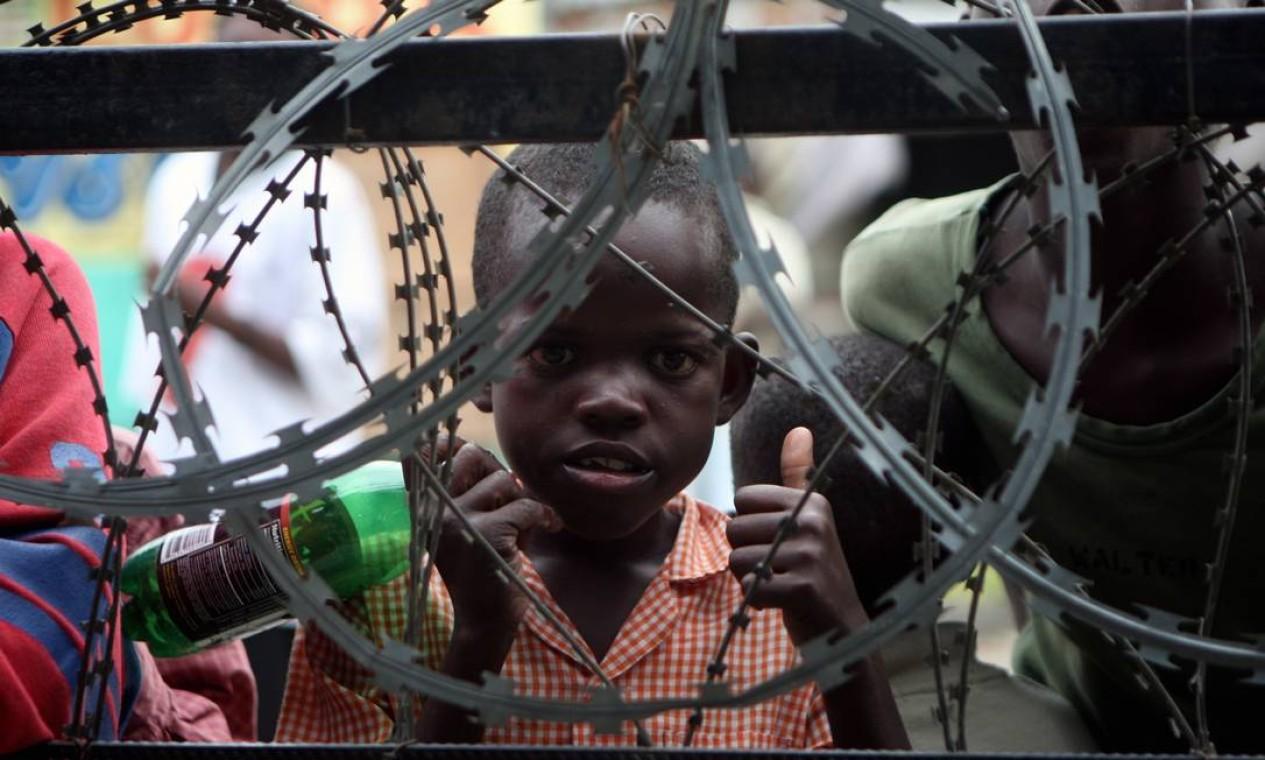 Assolado por epidemia de cólera e crise política, Haiti precisou lidar também com um devastador terremoto em 2010 que matou mais de 200 mil pessoas Foto: Luís Alvarenga / Agência O Globo - 10/06/2008