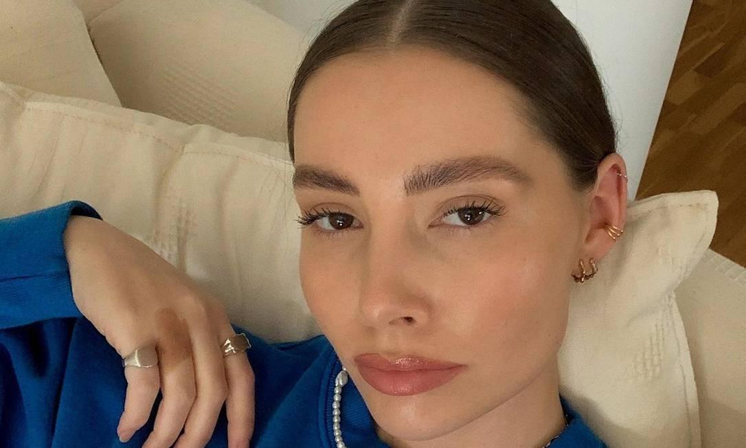 A influenciadora norueguesa Madeleine Pedersen, de 26 anos, entende que a medida vai reduzir o número de fotos editadas nas redes sociais Foto: Reprodução/Instagram