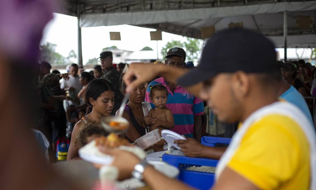 Local para distribuição de comida aos venezuelanos em Boa Vista, como parte da Operação Acolhida Foto: Daniel Marenco/Agência O Globo/26-07-2021