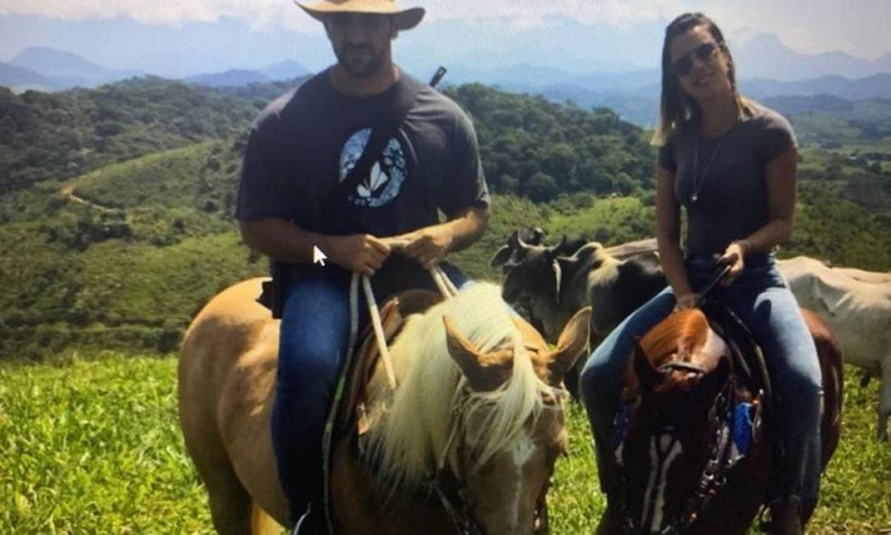 Júlia Lotufo e Adriano da Nóbrega: viúva acompanhou o miliciano durante sua fuga na Bahia Foto: Reprodução