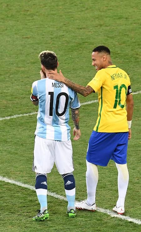 Messi y Neymar en un partido entre Argentina y Brasil por las eliminatorias mundialistas 2018, en Mineirao Foto: EVARISTO SA / AFP