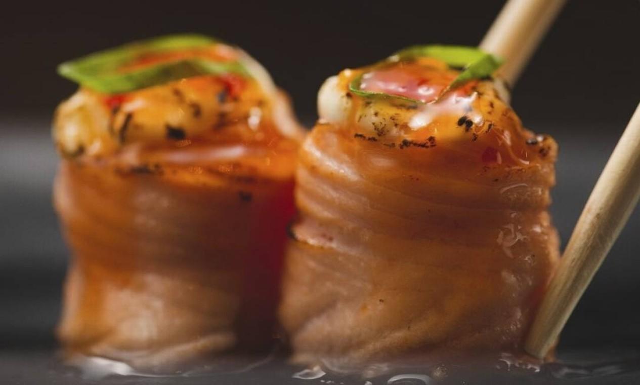 Brûlée. Joy de salmão com cream cheese e geleia de pimenta caseira (R$ 24,90, com quatro unidades; e R$ 38,90, com oito), do Jappa da Quitanda (97374-3030) Foto: Divulgação/André Hawk