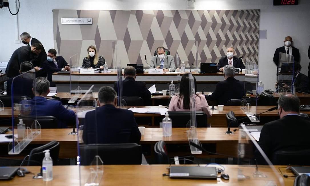 A ex-coordenadora do PNI Francieli Fantinato depõe à CPI da Covid Foto: Agência Senado