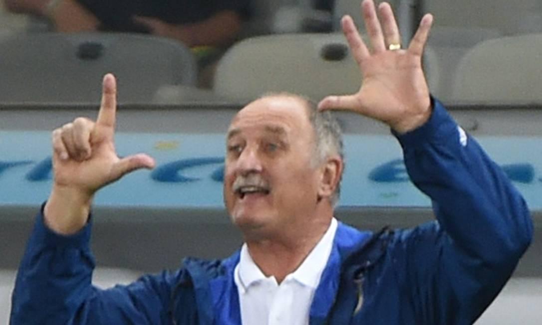 Alvo de críticas e memes na época, o técnico Felipão foi demitido da seleção após o 7 a 1 Foto: PEDRO UGARTE / Agência O Globo