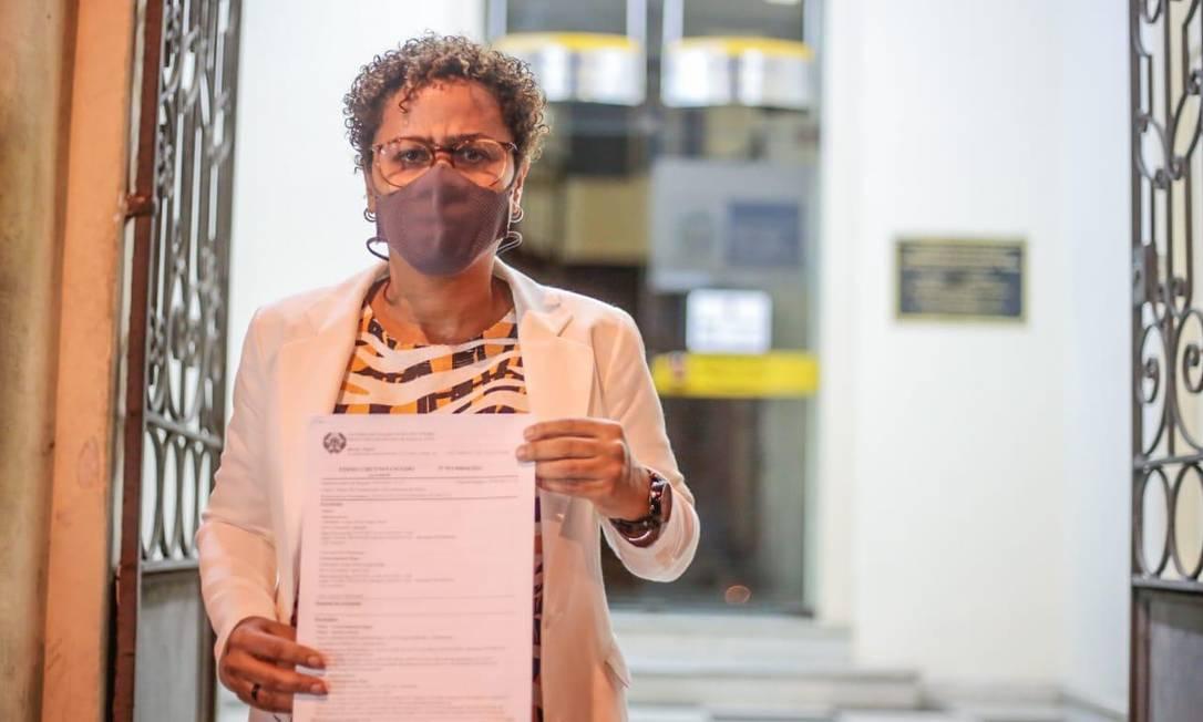 Vereadora Verônica Lima (PT) mostra boletim de ocorrência registrado contra o colega Paulo Eduardo Gomes (Psol) por crime de homofobia Foto: Verônica Lima / Divulgação