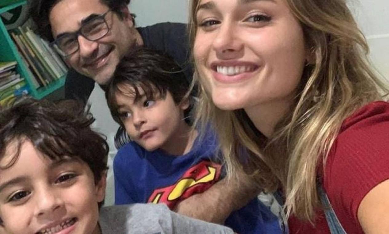 Luciano Szafir com os três filhos: Sasha (fruto de seu antigo relacionamento com Xuxa), David e Mikael (ambos de seu casamento com Luhanna Melloni) Foto: Reprodução