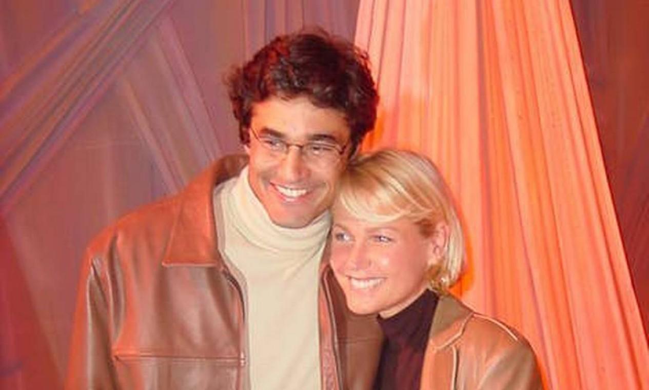Xuxa e Luciano Szafir em 2002: os dois mantiveram um relacionamento entre 1997 e 1998 Foto: Divulgação / Site Dirce / Fabio Dobbs
