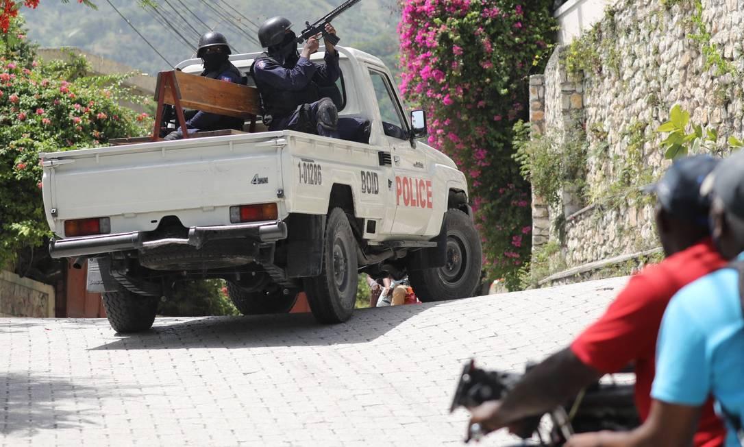 Policiais patrulham a Embaixada de Taiwan em Porto Príncipe, capital do Haiti Foto: VALERIE BAERISWYL / AFP